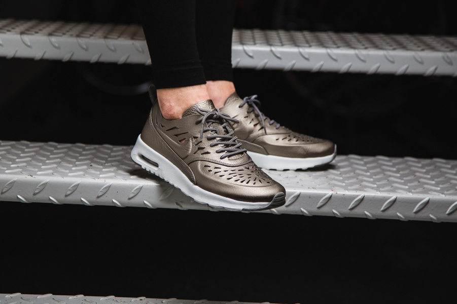 save off be8b7 bbce7 nike-wmns-air-max-thea-joli-bronze-725118-
