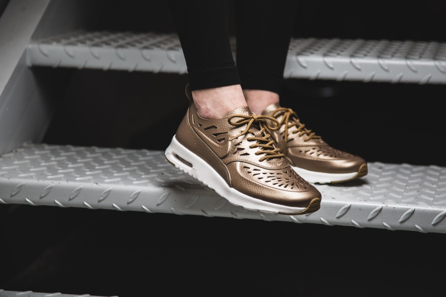 Go Sockless With the Nike Air Max Thea Joli