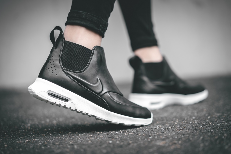 new products 90a7c dc3d4 nike-wmns-air-max-thea-mid-schwarz-859550-
