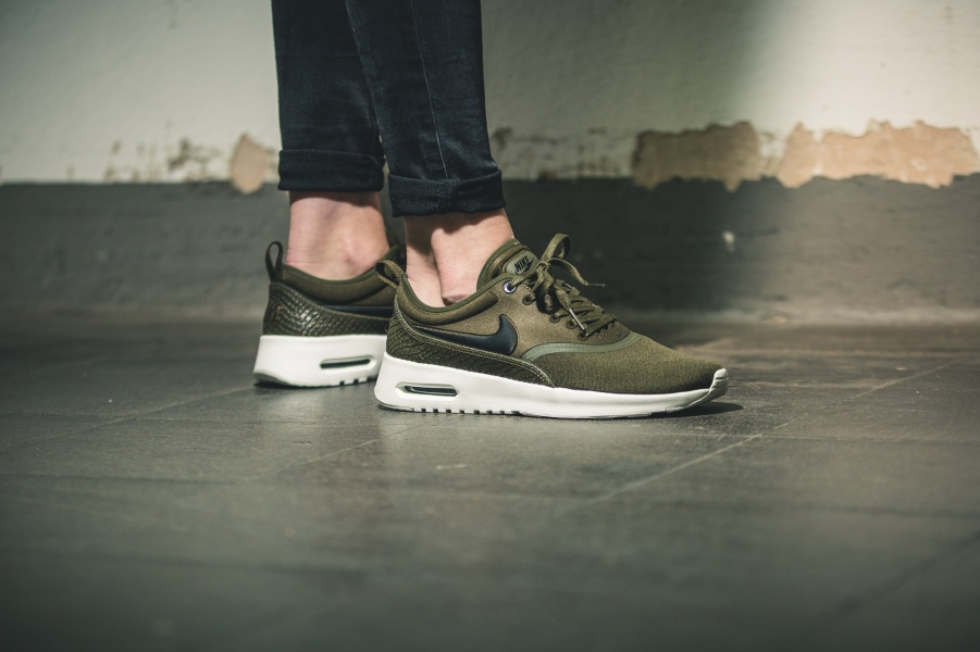 nike air max thea premium olive. Black Bedroom Furniture Sets. Home Design Ideas